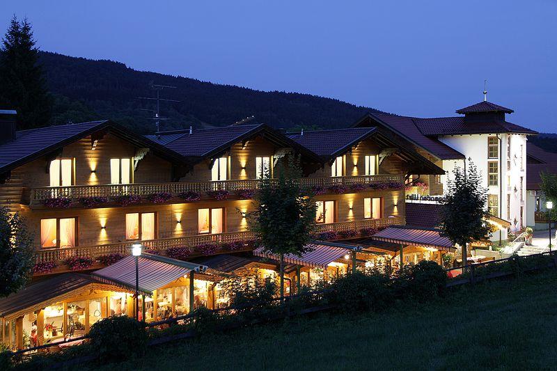 """Hotel """"Singender Wirt"""""""